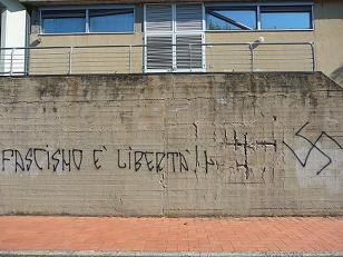20_08_scritte_capannori1.jpg