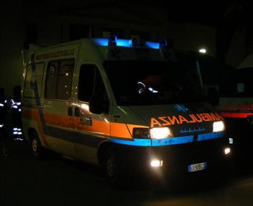 22_12_ambulanza_notte1.jpg