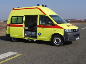 furgone-ambulanza-volkswagen-ms-ambulance-1_big-13011323383981893400.jpg