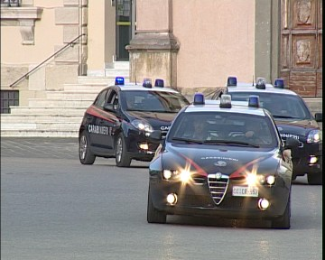 macchine_carabinieri_in_centro_a_lucca.avi.still001.jpg