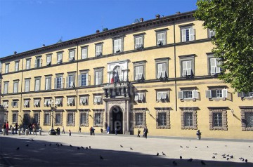 palazzo-ducale-lucca.jpg