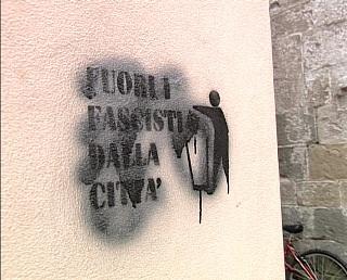 scritte_antifascisti.avi.still001.jpg