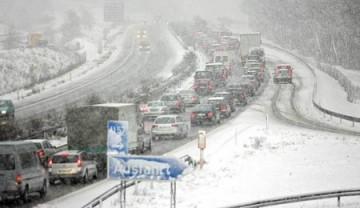 tempesta-di-neve-in-autostrada-450x260.jpg