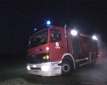 incendio pompieri notte (Marino)