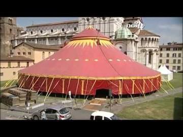Lucca, un tendone da circo dietro la Cattedrale per 'It's tissue'