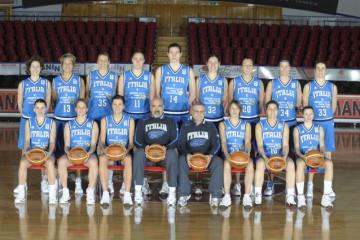 DESCRIZIONE : Venezia Additional Qualification Round Eurobasket Women 2009 Posati Nazionale Femminile GIOCATORE : Team Nazionale Italia Donne SQUADRA : Nazionale Italia Donne EVENTO :  GARA :  DATA : 04/01/2009 CATEGORIA : Ritratto SPORT : Pallacanestro AUTORE : Agenzia Ciamillo-Castoria/M.Gregolin