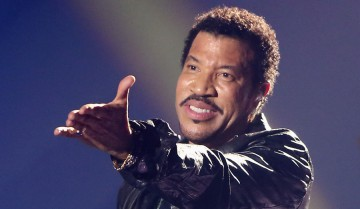 OFFENBURG, GERMANY - DECEMBER 07:  Lionel Richie performs on stage during the Andrea Berg 'Die 20 Jahre Show' at Baden Arena on December 7, 2012 in Offenburg, Germany.  (Photo by Andreas Rentz/Getty Images)