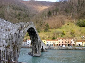 Borgo_a_Mozzano-ponte01