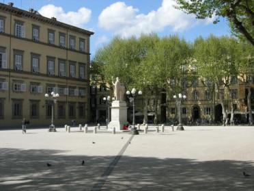 piazza-napoleone-lucca-04