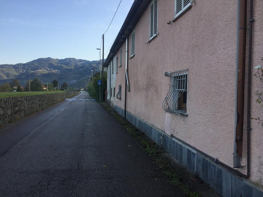 Muore in scooter nello schianto contro un muro
