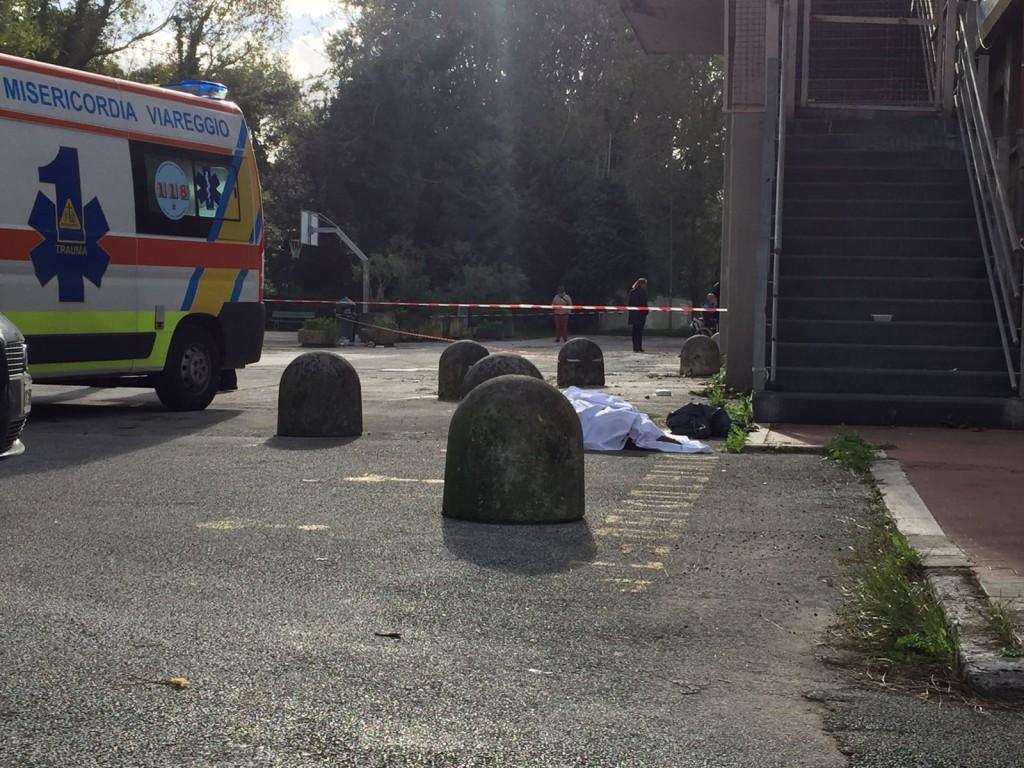 Viareggio (Lucca): senzatetto muore accoltellato nei pressi del palazzetto dello Sport
