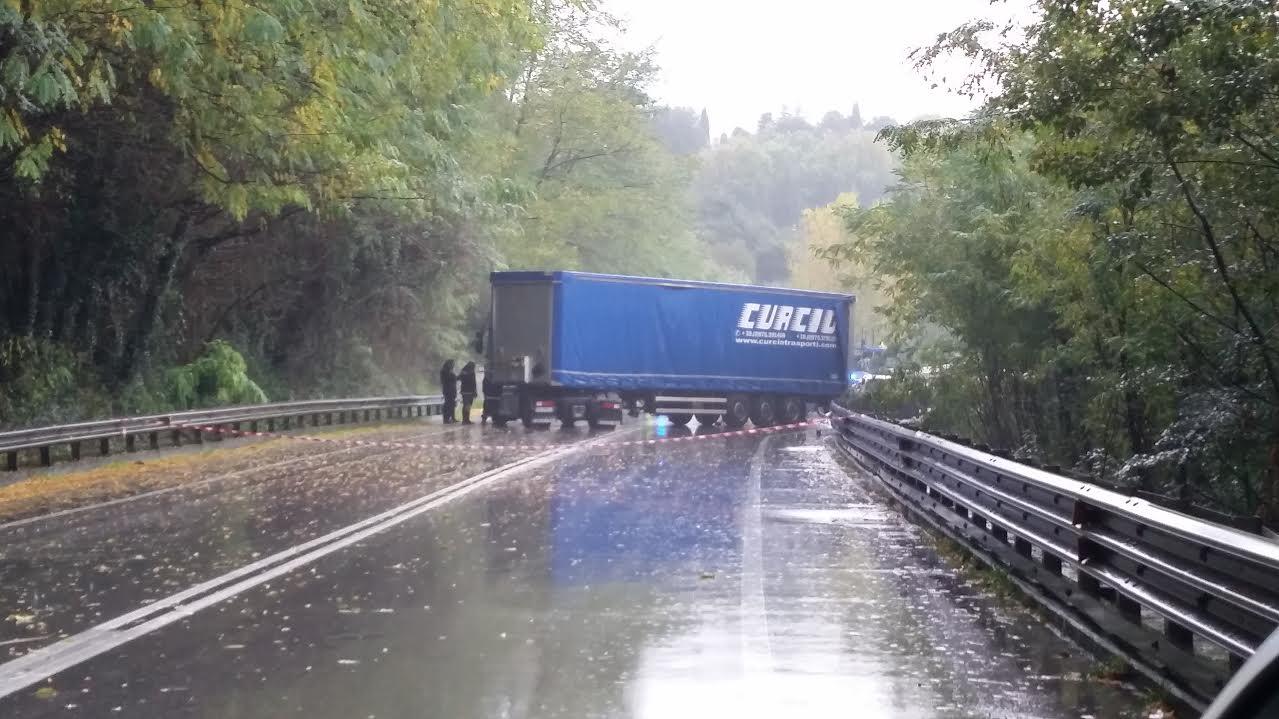 Incidente sulla Lodovica a Ponte a Moriano, muore una 43enne