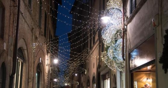 Aderiscono pochi negozi a rischio le luci natalizie in centro