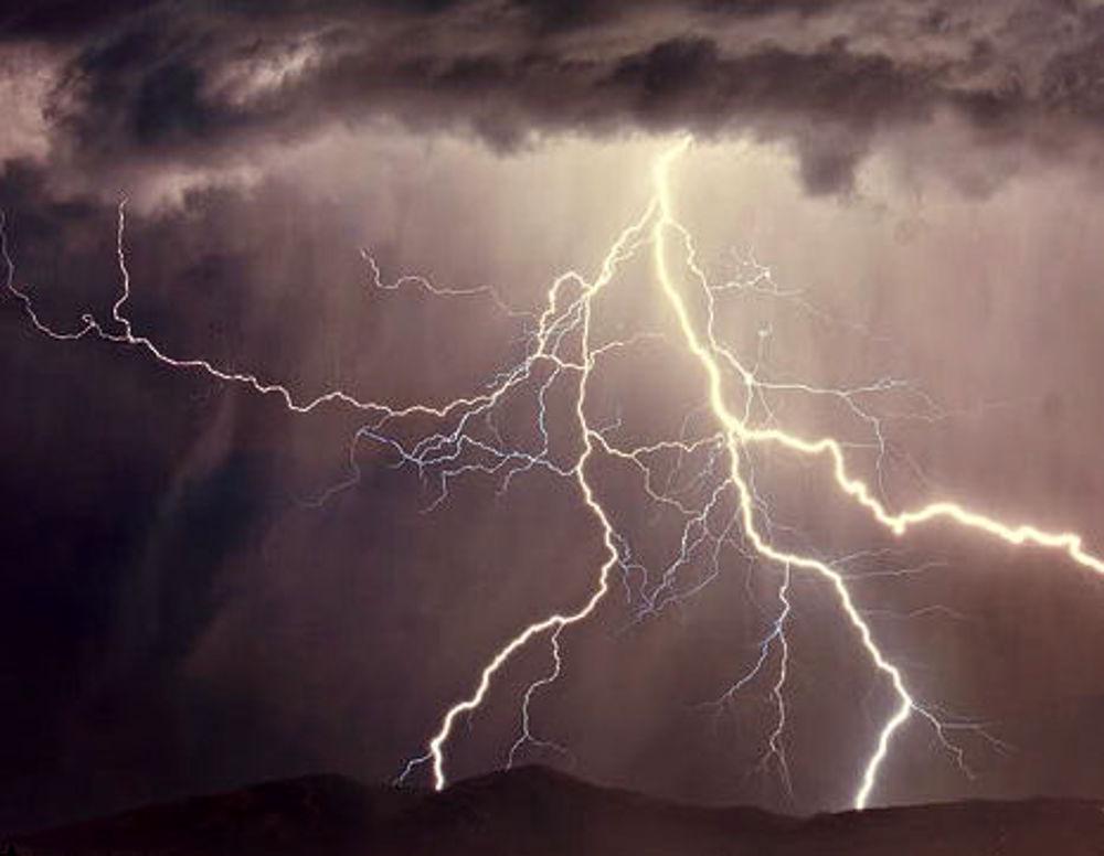 E\' di nuovo allerta meteo arancione in provincia di Lucca - NoiTV