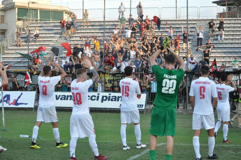 Calendario Arezzo Calcio.Lucchese Carrarese Chiamatelo Pure Il Derby Con Il