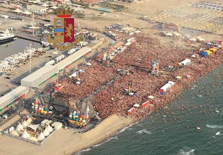 Jova Beach, successo per il concerto bis di Jovanotti al